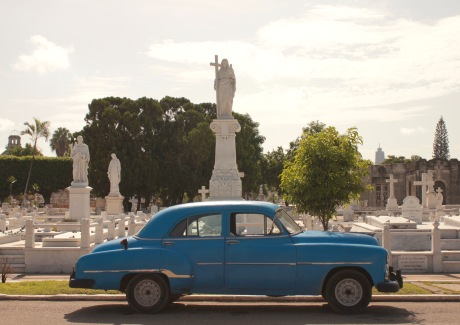 Classic car in front of the tombs at Necropolis Cristobal Colon
