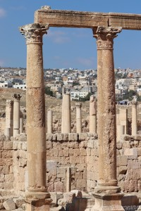 Jerash roman ruins in front of the modern town